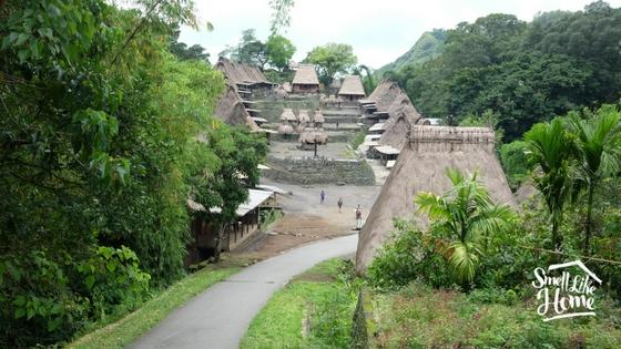 Kampung Bena dari arah jalan raya