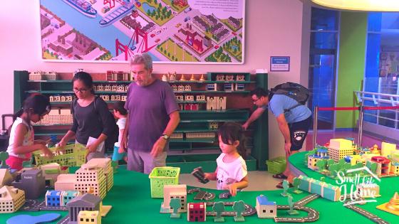 Membuat Maket Kota di Children's Discovery Museum Bangkok