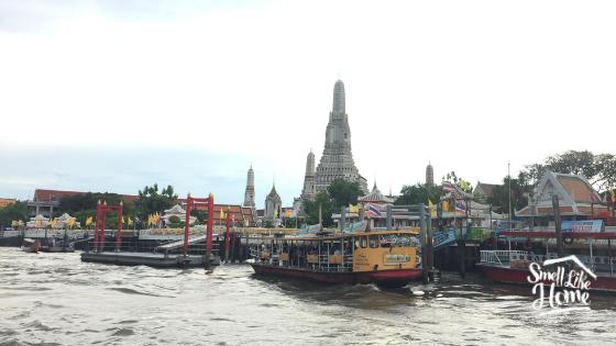 Dermaga Chao Phraya Express Tepat di Depan Wat Arun